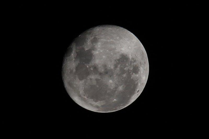 moon-close-up-4-480f6daeaaa288bf931dd605370dc2f8702490fd